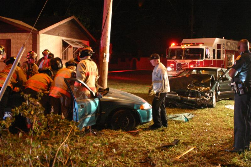 One Man Killed, Five Injured in Traffic Accident
