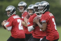 Vick, Foles Keep Splitting First-Team Reps