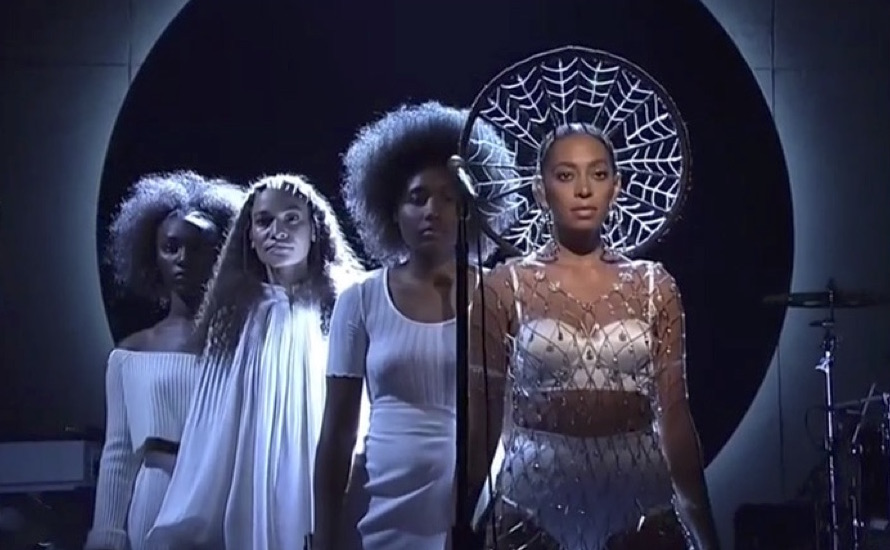 Solange Soars On First SNL Appearance