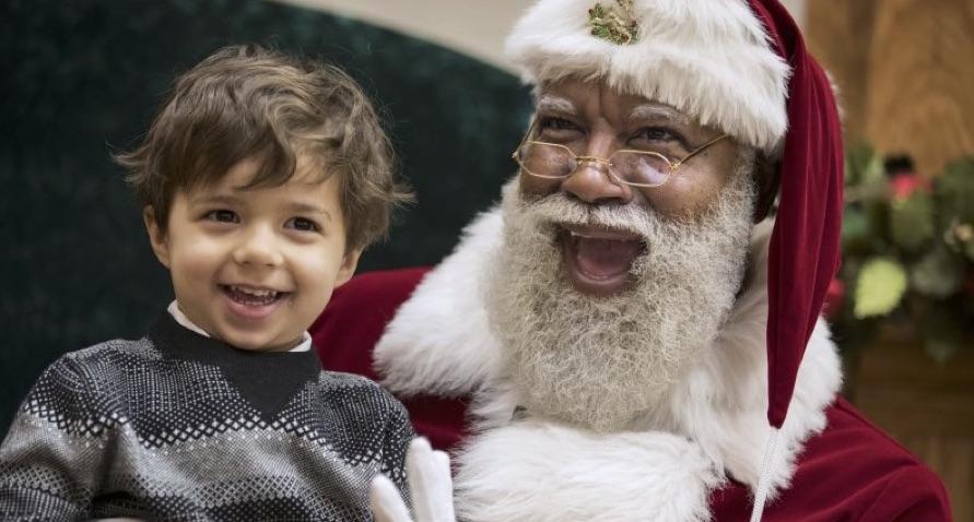 Racist Trolls Take Black Santa To Task At Mall Of America
