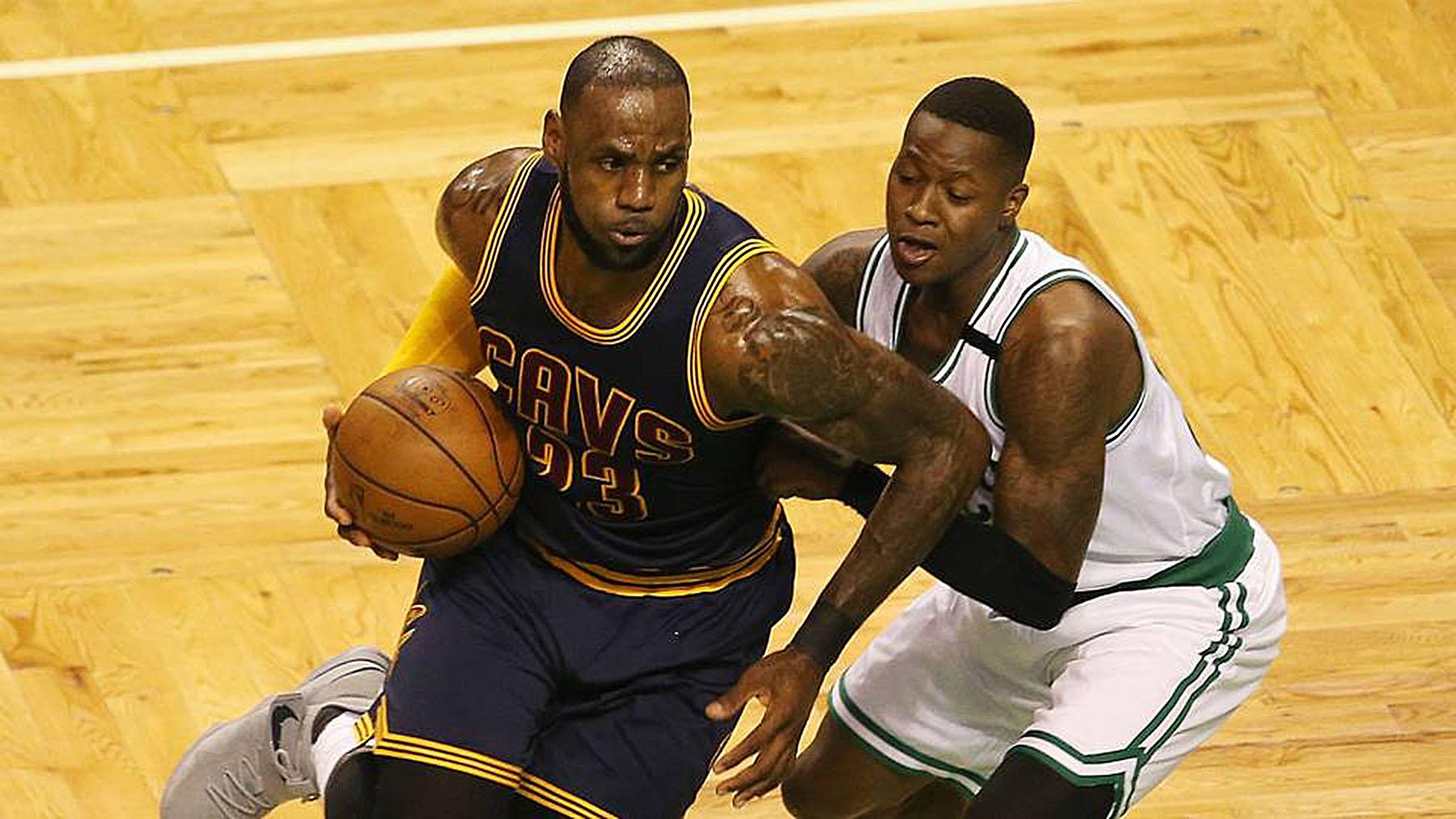 LeBron James Passes Michael Jordan As All-Time NBA Playoff Scoring Leader