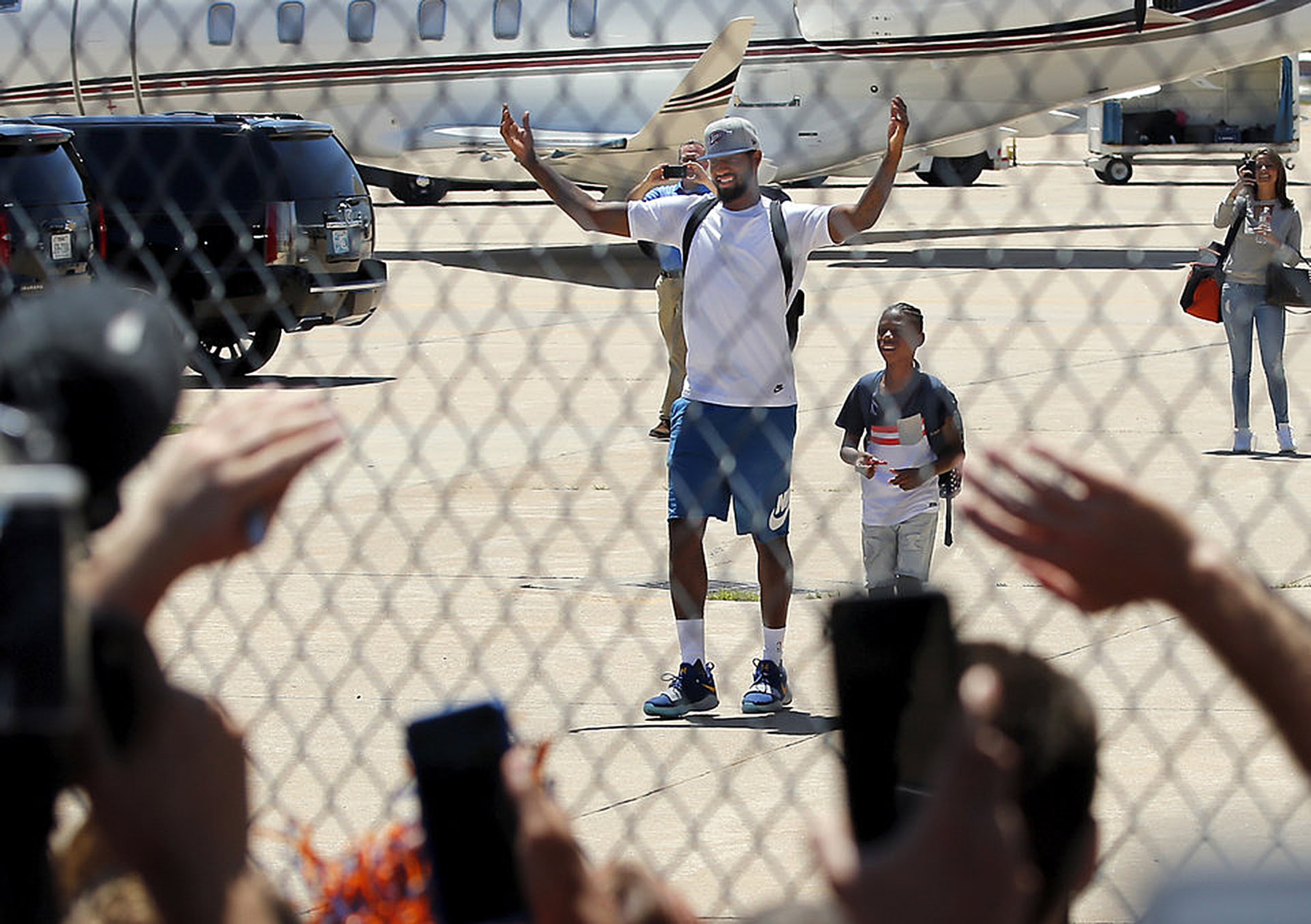 Thunder Fans Gave Paul George Huge Welcome