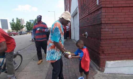 Super Hero, 4, Wears Cape As He Feeds Homeless