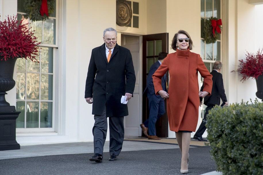 Pelosi wins as Trump caves, agrees tothree-week,short-termfunding bill